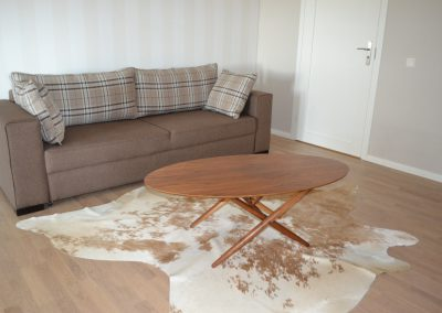 Olohuoneen sohvapöytä