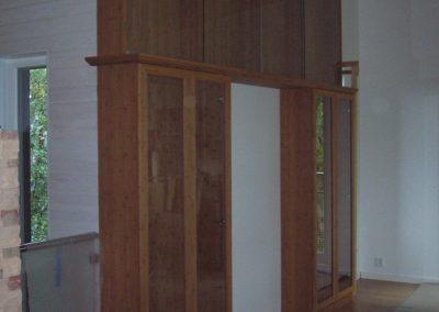 kirjahylly, viilutettu bambu