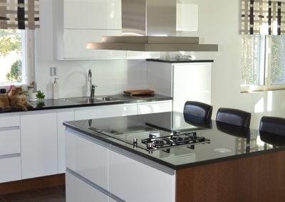keittiokaluste_valkoinenruskea